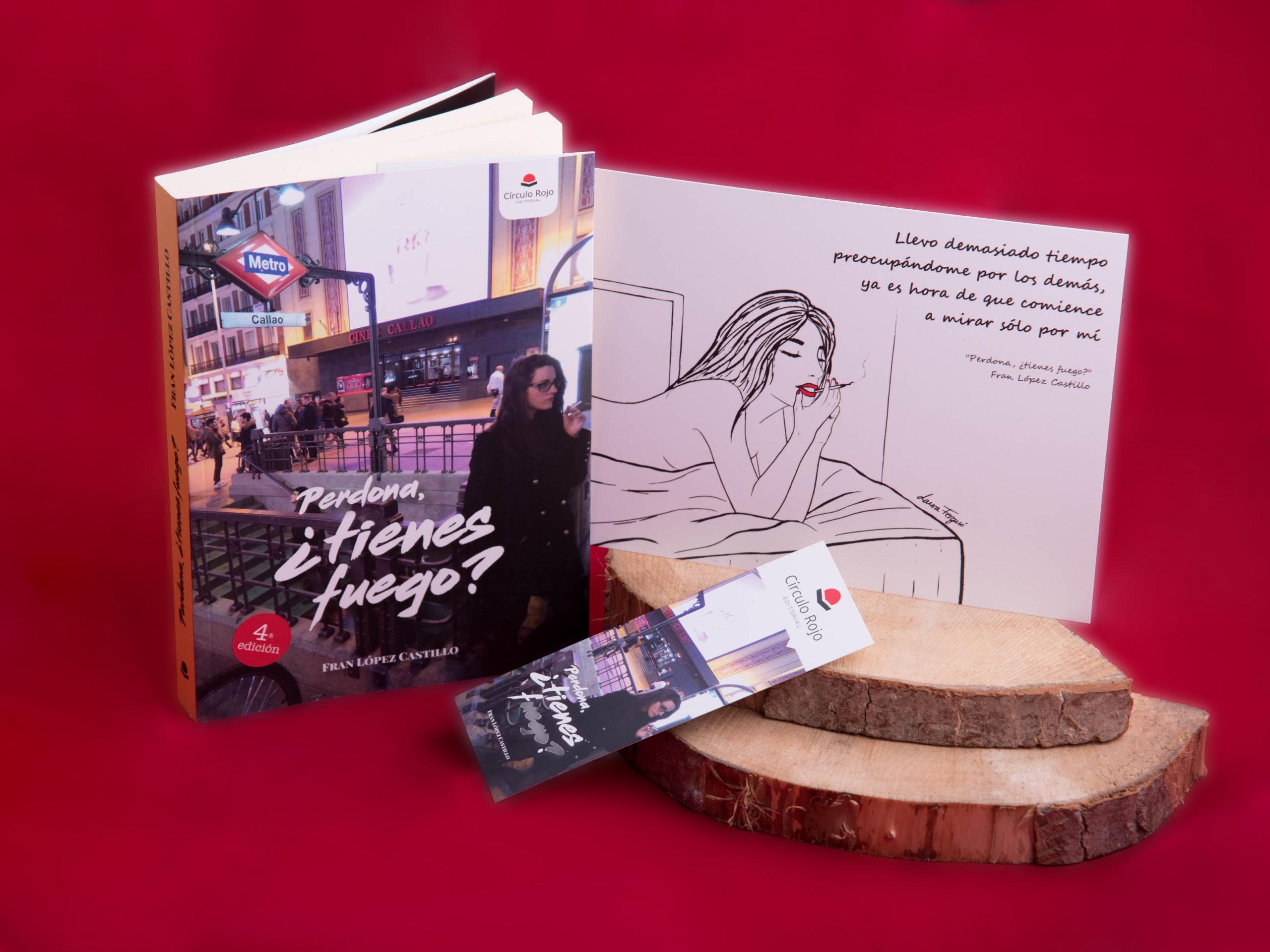 Foto del libro, el marcapáginas y la lámina